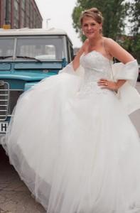 Die Braut und das alte Auto