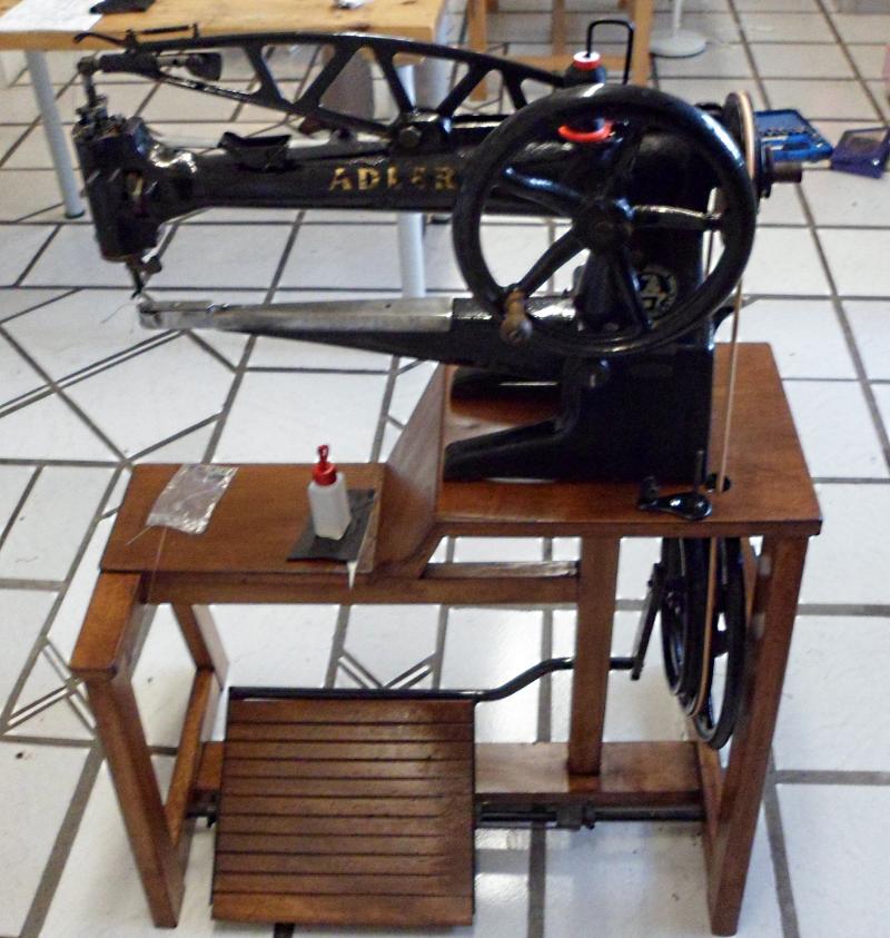 Fertig montierte Adler 30-1 nach Revision und Einbau von Ersatzteilen. Es fehlt noch eine neue Spannfeder für das Füßchen auf der Rückseite der Maschine.