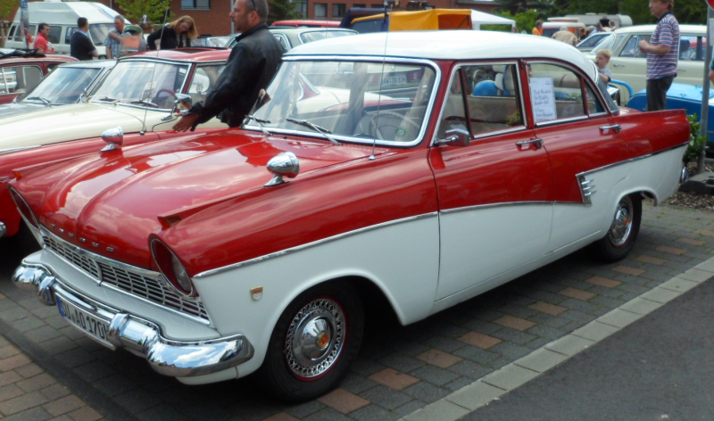 Youngtimer garage impressionen classic cars and caravans for Garage renault rots